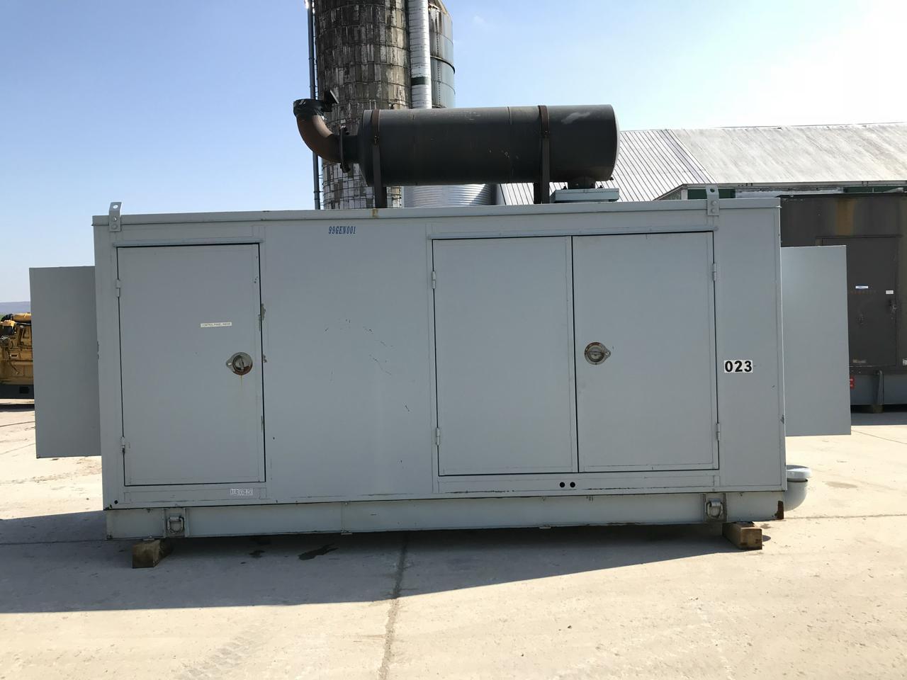 _300 kW Cummins Onan Generator, Base Fuel Tank, Sound Attenuated, 12 Lead